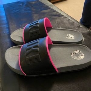 Like new Nike slides